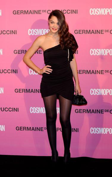 Vestidos de fiesta cortos con medias negras