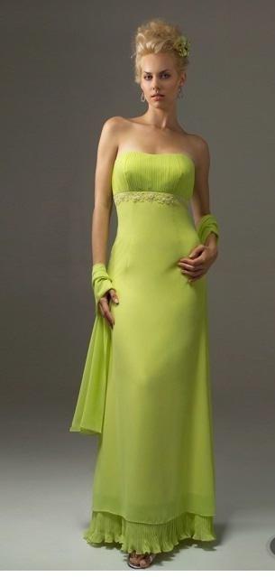 Maquillaje de noche para vestido verde manzana