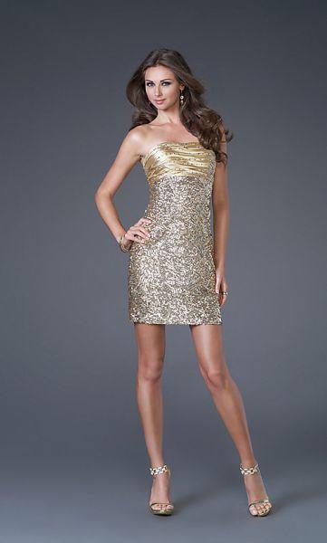 ... vestidos con muchos brillos y sorprendentes modelos en pedrería es como  se presenta la nueva Colección de Vestidos de Fiesta Cortos de La Femme. c1bdabd83c8c