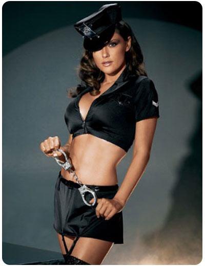 chica_vestida_de_policia_strip