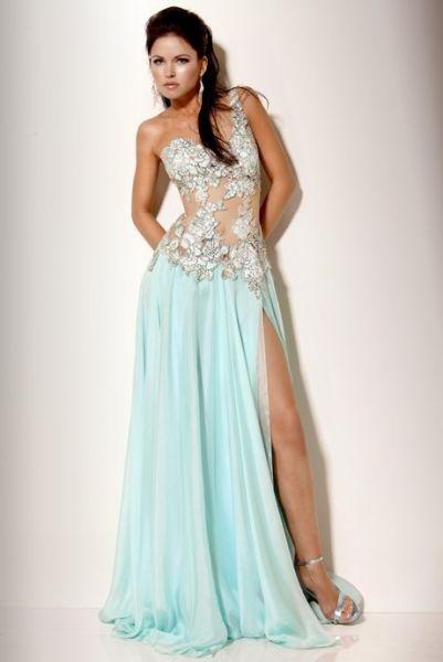 vestidos de color celeste y azul