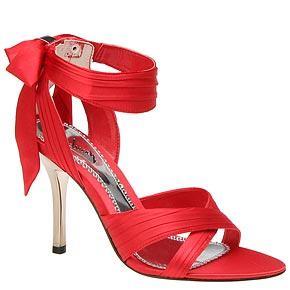 zapatos altos de color rojo