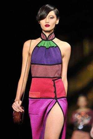 trajes muy coloridos
