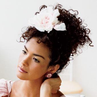 peinados modernos con flores