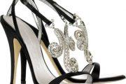 Zapatos con incrustaciones de cristales