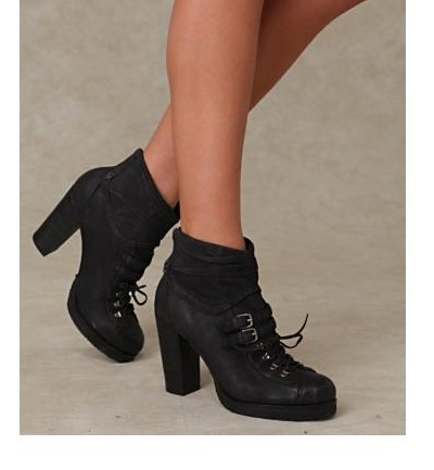 zapatos altos con cordones