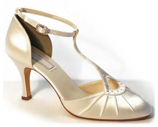 calzados para novias de color blanco y dorado | aquimoda