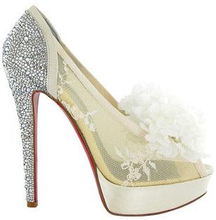 zapatos blancos con encaje
