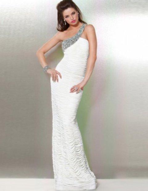 Sonar con vestidos blancos largos