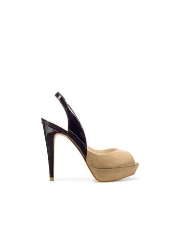 zapatos con tiritas