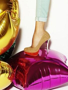 zapatos de tacón de colores