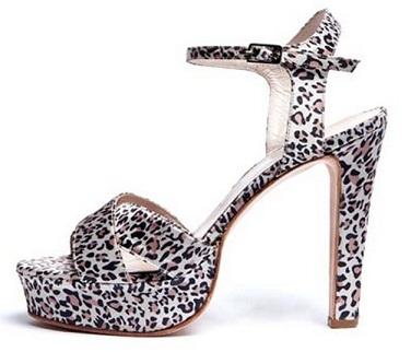 zapatos altos brillantes