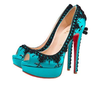 zapatos de colores llamativos