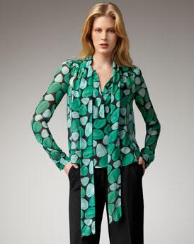 blusa estampa verde obalos rubia