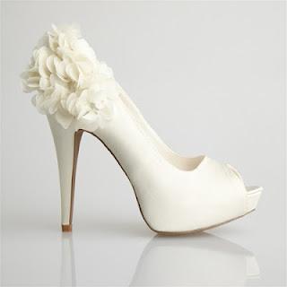 zapatos modernos de novia