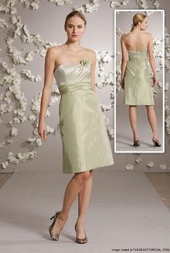 vestidos con escote en la espalda