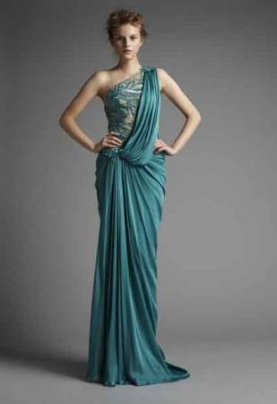 vestidos con plisados para fiestas