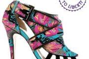 Zapatos floreados de moda