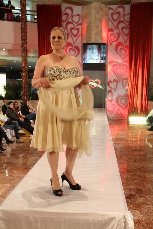 Modelos de vestidos para noche mexicana