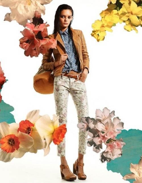 pantalones floreados de primavera