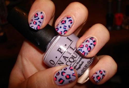 uñas pintadas con esmalte