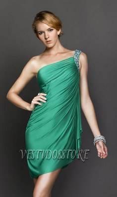 Modelos de trajes elegantes en color verde