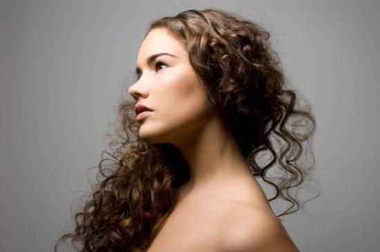 peinados sencillos con rizos