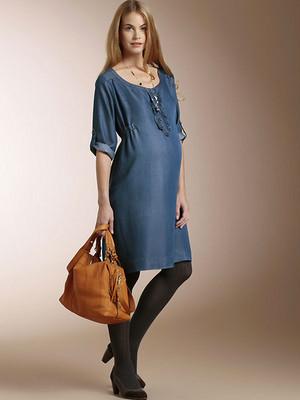 Modernos vestidos de jean para embarazadas