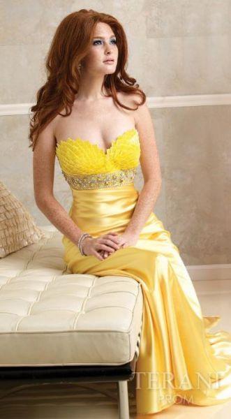 Vestidos en tonos amarillos para fiestas de moda 2012