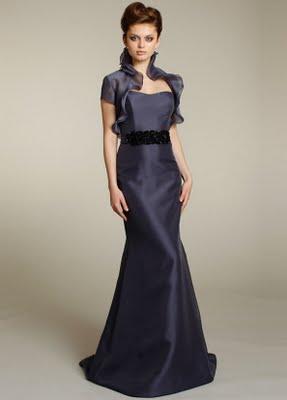vestidos negros con escote espalda
