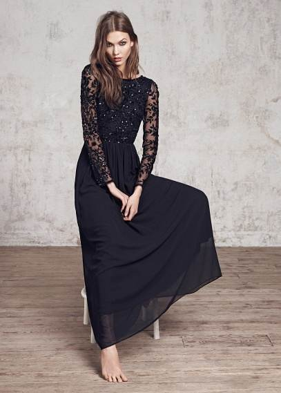 ropa de color negro
