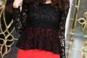 Accesorios de moda para combinar un vestido rojo