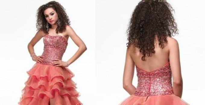vestidos con capas color coral