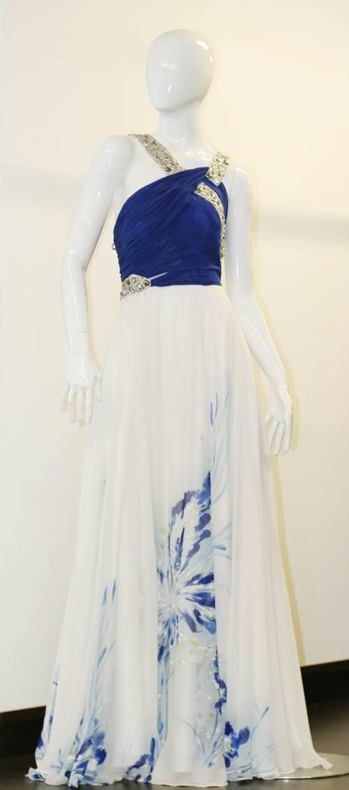 vestidos con capas de colores
