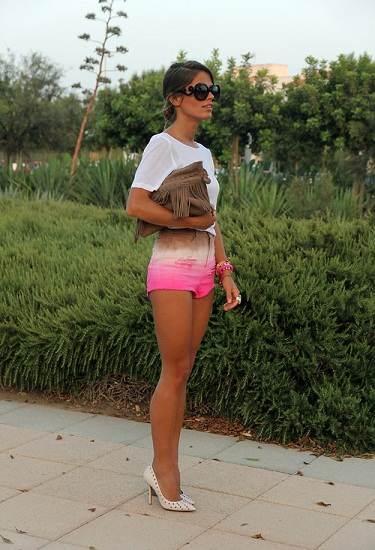 Mujeres con vestidos muy cortos