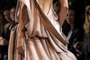 Modelos de vestidos de fiesta con escote en la espalda