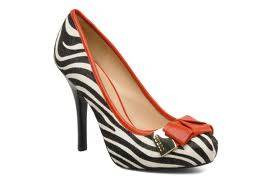 Zapatos elegantes de tacón alto