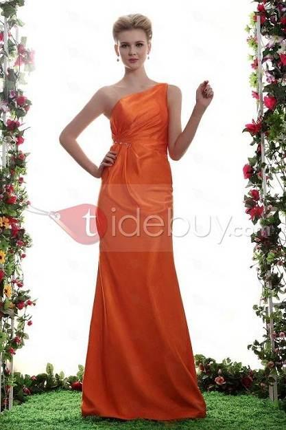 Impactantes modelos de vestidos para damas de honor 2013