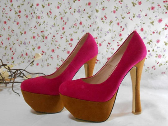 Zapatos altos de color fucsia