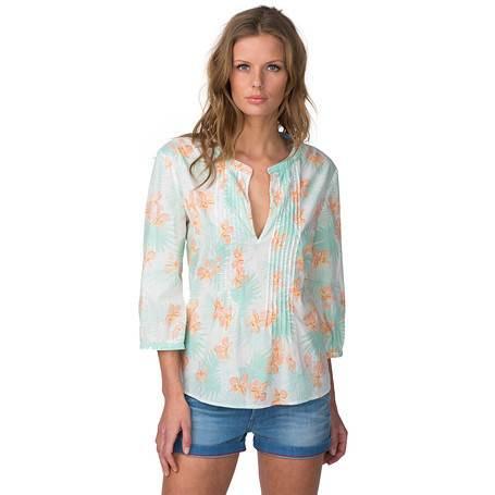 Las blusas siempre forman parte importante de la vestimenta de las mujeres, es por esto que nos preocupamos por saber cuáles son las tendencias de blusas para dama , cuáles serán las texturas y colores que más se deberán usar a lo largo de este año.