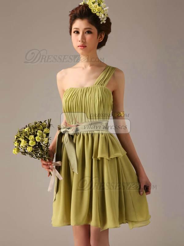 Hermosos vestidos cortos para damas de honor