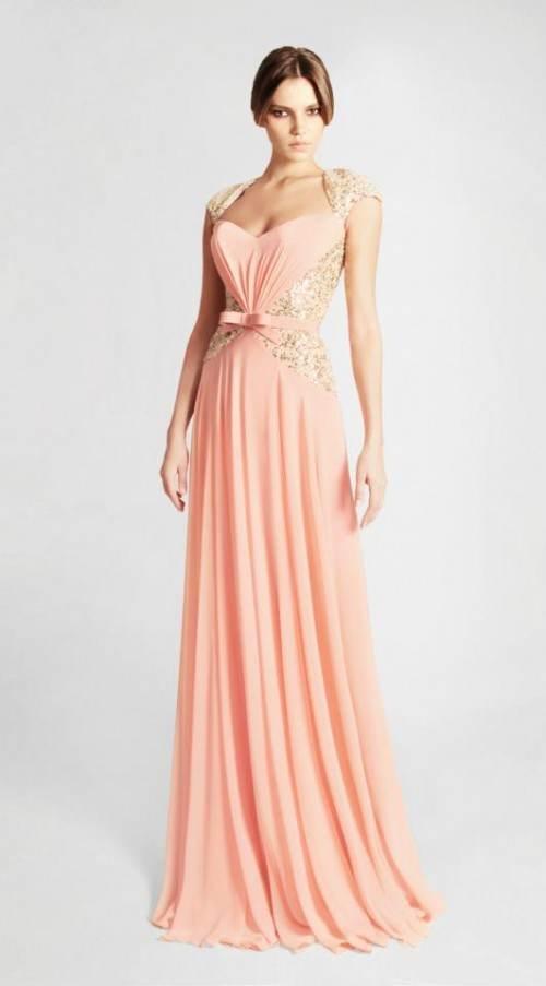 Románticos vestidos en tonos suaves