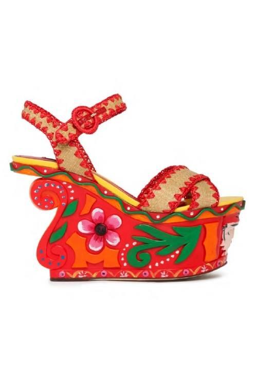 Zapatos floridos y romanticos para la mujer actual
