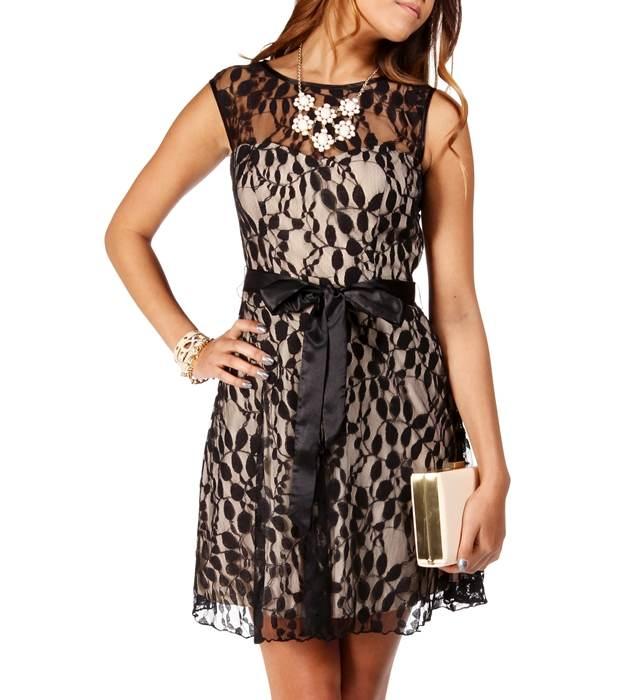 Modelos de vestidos cortos en randa