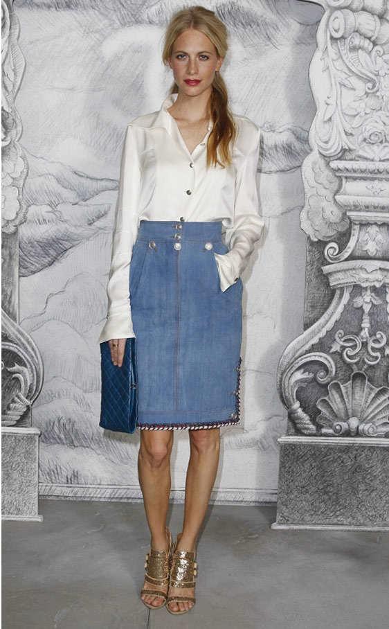 El regreso de las faldas vaqueras: ¡una moda totalmente de los 60´s