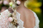 Lindos Peinados de trenzados con flores para novias como inspiración