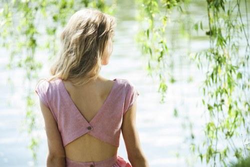 Más vestidos lindos con espalda descubierta para este Verano!