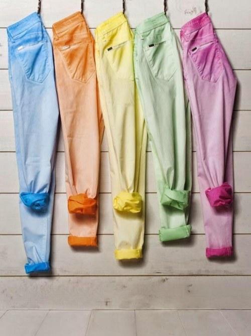 Vuelven los Pantalones denim de colores para el Verano!