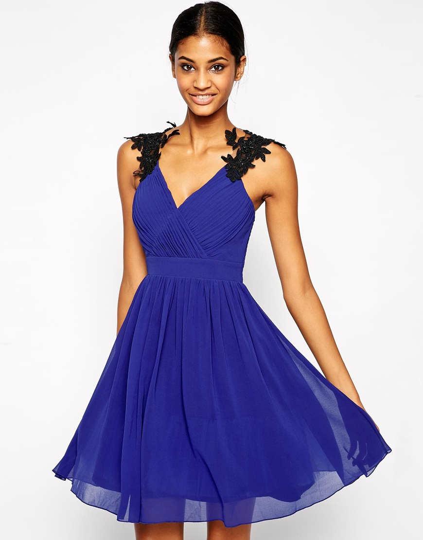 Bonito Vestido Para La Ocasión De La Boda Ornamento - Vestido de ...