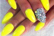 10 lindos diseños para tus uñas de color amarillas para este Verano!